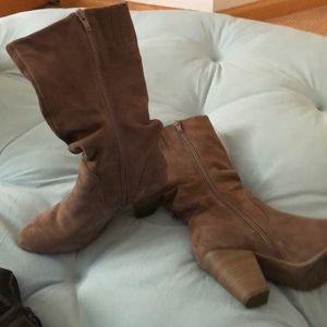 Sonoma Shoes - Women's taupe suede boots